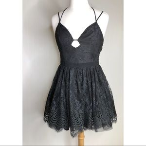bebe Black Strappy Tulle Homecoming Dress size 4